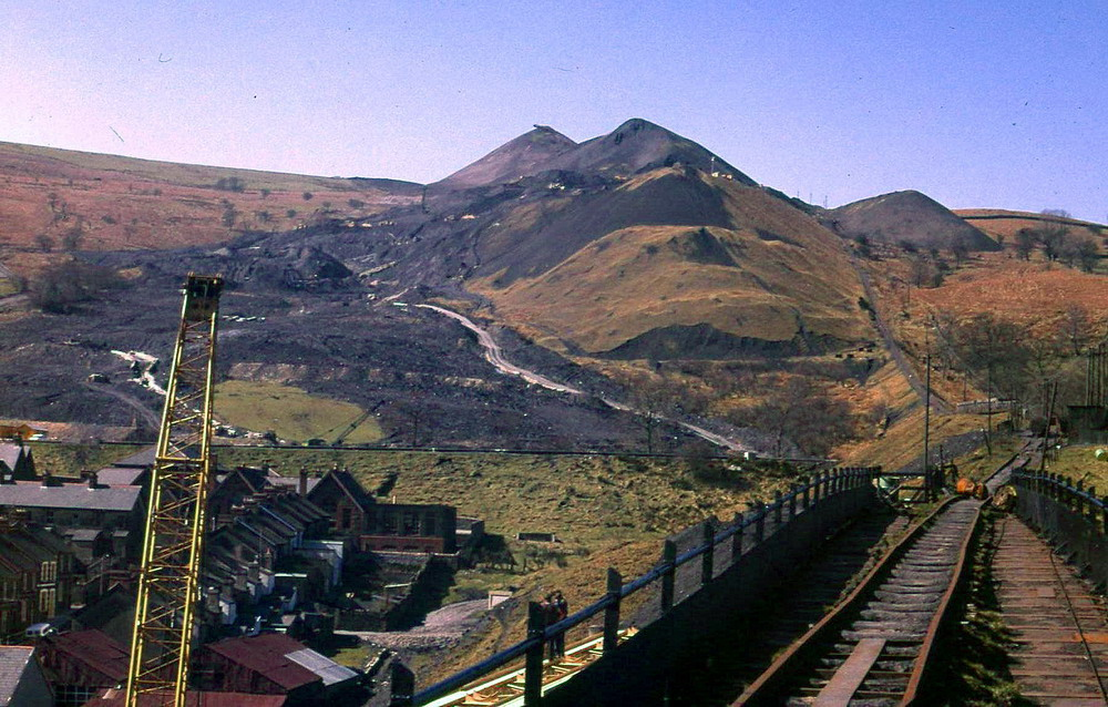aberfan disaster 21 october 1966 click on the picture to enter (c) martin johnes & iain mclean, 1997-2001 last updated: feb 2014.