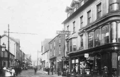 MerthyrTydfil_Town_HighStreet_2_Harris&Son_LeoDaviesCollection.JPG (136211 bytes)